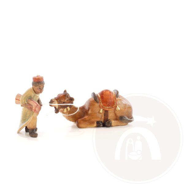 Kameeldrijvers jongen met liggend kameel (795030172)